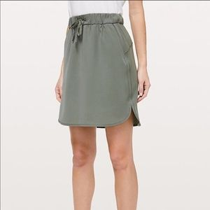 Lululemon athletica> On The Fly Olive Skirt > 6